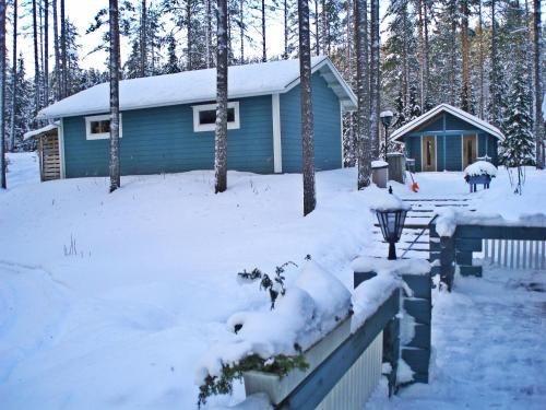 Auringonnousu Cottage during the winter