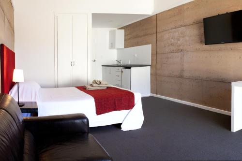 A bed or beds in a room at Crossroads Ecomotel