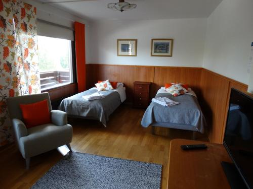 A bed or beds in a room at Botnia Hotel & Restaurant