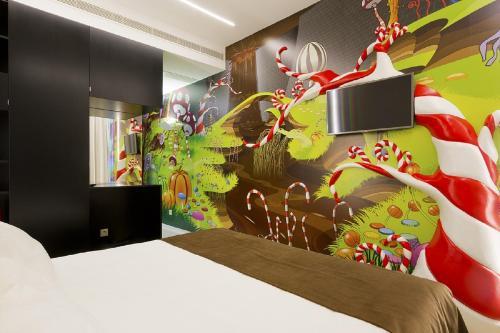 Una televisión o centro de entretenimiento en Hotel Fabrica do Chocolate