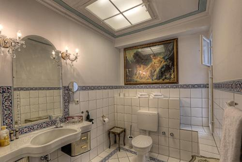 A bathroom at Hotel Orphée - Kleines Haus