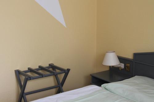 Ein Bett oder Betten in einem Zimmer der Unterkunft Ammerscher Bahnhof