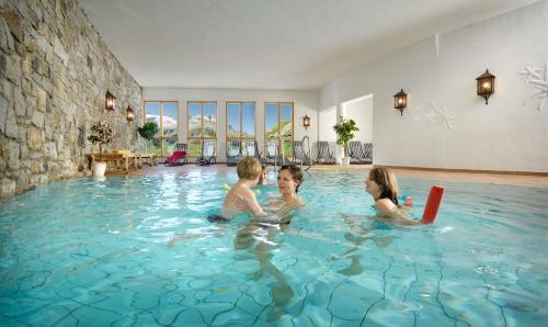 Der Swimmingpool an oder in der Nähe von Berghotel Rudolfshütte