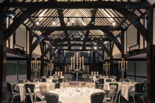 A restaurant or other place to eat at Mercure Box Hill Burford Bridge Hotel