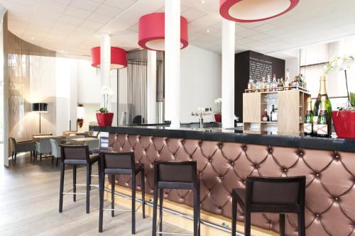 The lounge or bar area at Novotel Brugge Centrum