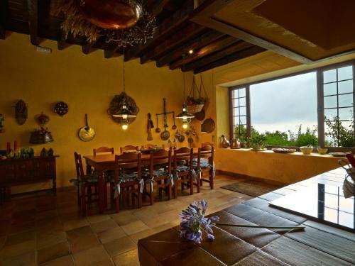 Un restaurante o sitio para comer en Haciendas del Valle - Casa San Miguel