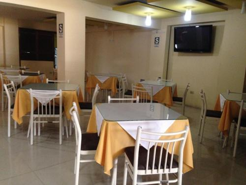 A restaurant or other place to eat at Hotel Gran Sipan