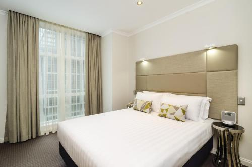 A bed or beds in a room at Clarion Suites Gateway
