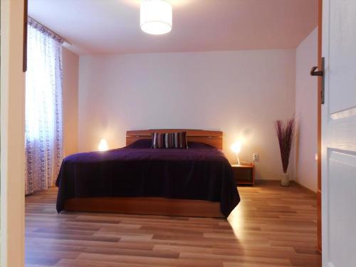 Un pat sau paturi într-o cameră la Apartament Teri