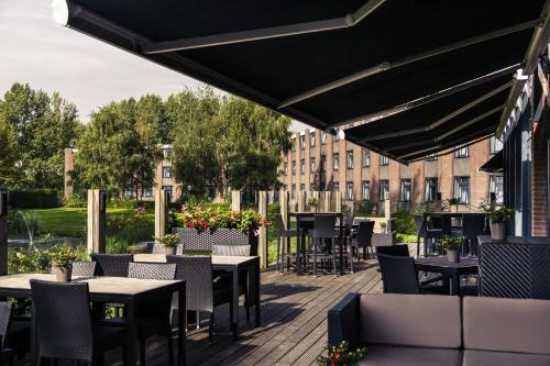 A restaurant or other place to eat at Mercure Hotel Amsterdam West