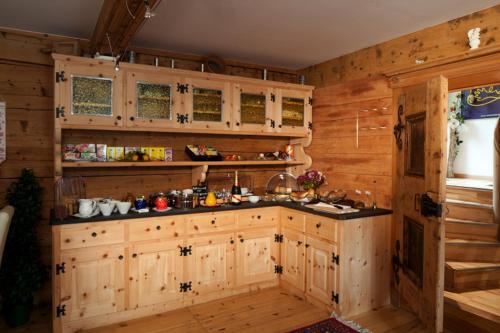 Küche/Küchenzeile in der Unterkunft Hotel Chasa Sofia