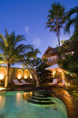 Kolam renang di atau di dekat Hotel Puri Madawi