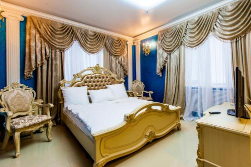 A bed or beds in a room at Bruel Hotel