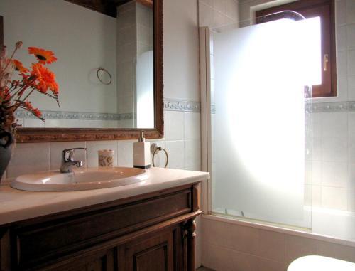 A bathroom at Casa Rural Burret
