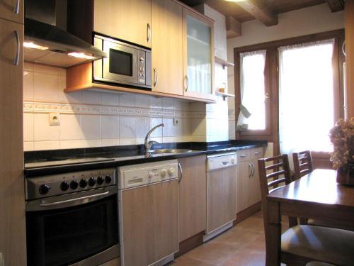 A kitchen or kitchenette at Casa Rural Burret