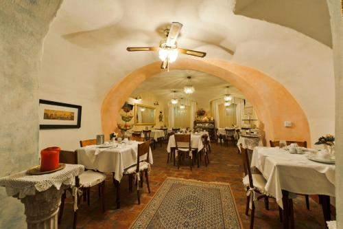 A restaurant or other place to eat at Allegro Hotel