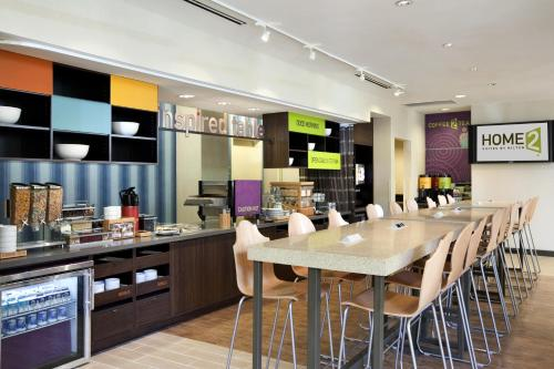 A restaurant or other place to eat at Home2 Suites by Hilton San Antonio Downtown