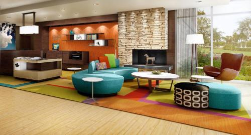 A seating area at Fairfield Inn & Suites by Marriott St. Louis Pontoon Beach/Granite City, IL