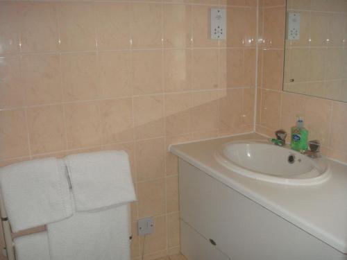 A bathroom at The Four Alls Inn