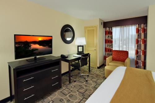 A television and/or entertainment center at Holiday Inn Express Augusta Downtown, an IHG hotel