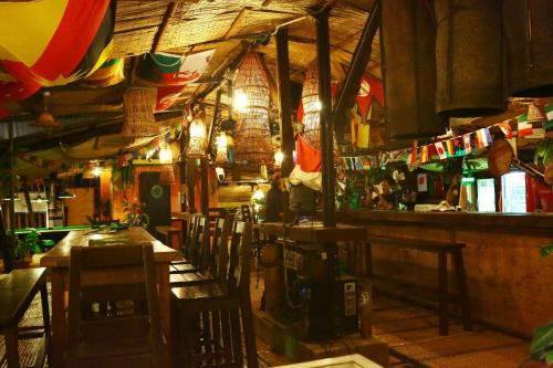 A restaurant or other place to eat at Singgahsana Lodge