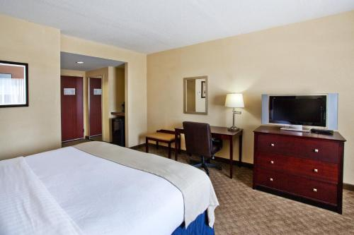 A television and/or entertainment center at Holiday Inn Augusta West I-20