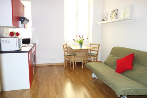 A kitchen or kitchenette at Apartment Palais de France