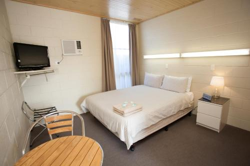 A bed or beds in a room at Corio Bay Motel