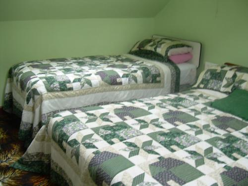 A bed or beds in a room at Riverside B&B