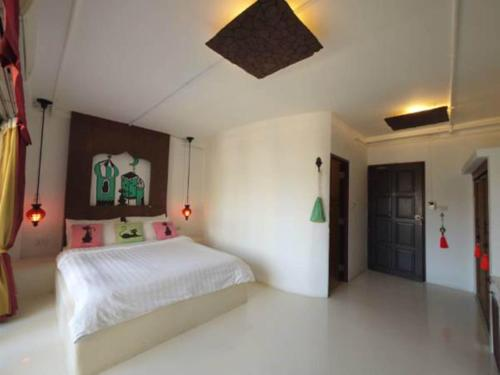 A bed or beds in a room at Riad Hua Hin