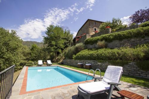 The swimming pool at or close to Relais San Pietro in Polvano