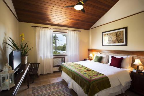 Una cama o camas en una habitación de Pousada Corsario Buzios