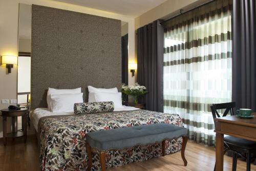 מיטה או מיטות בחדר ב-הגושרים מלון בטבע