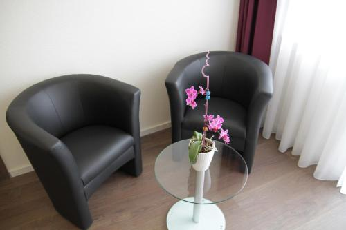 A seating area at Apado-Hotel garni