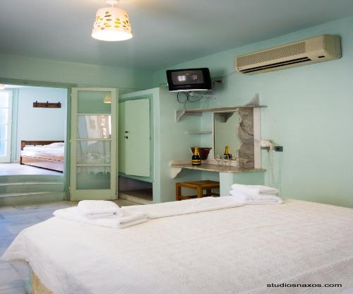 A bed or beds in a room at Studios Naxos