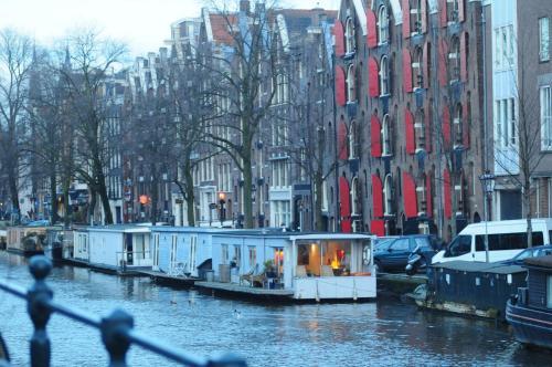 The surrounding neighborhood or a neighborhood close to the boat