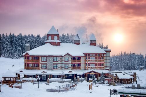 Polaris Lodge during the winter
