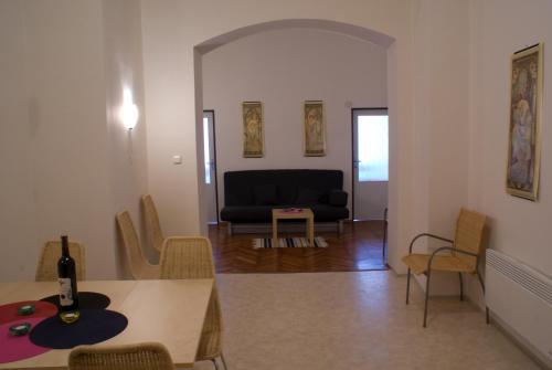 Ein Sitzbereich in der Unterkunft Apartment Havlíčkova