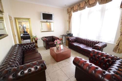 A seating area at Cranbrook Hotel