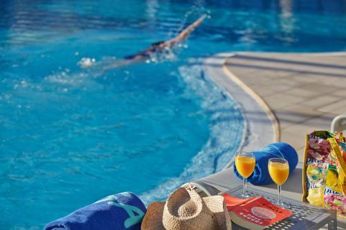 Het zwembad bij of vlak bij Hotel Sabina
