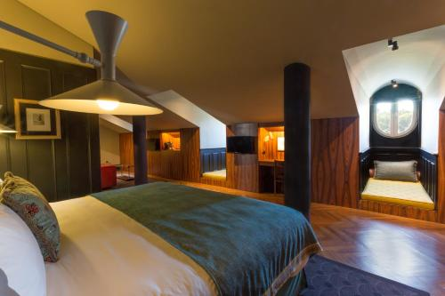 A bed or beds in a room at Valverde Hotel