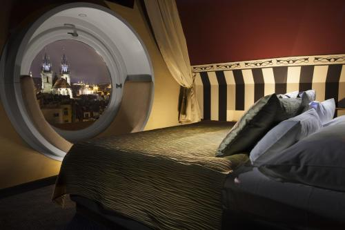 A bed or beds in a room at Hotel Paris Prague