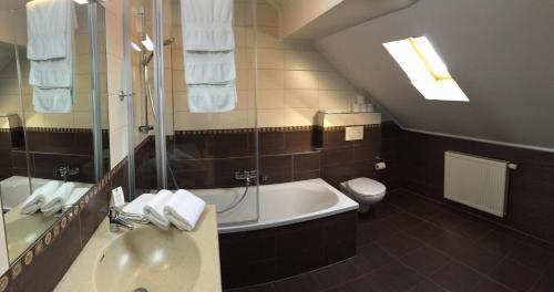 Salle de bains dans l'établissement Hotel Pax
