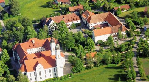 Letecký snímek ubytování Irseer Klosterbräu