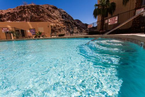 The swimming pool at or close to Hoover Dam Lodge