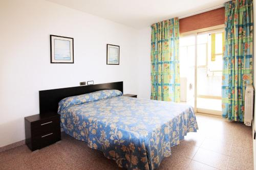 A bed or beds in a room at Apartamentos Indasol