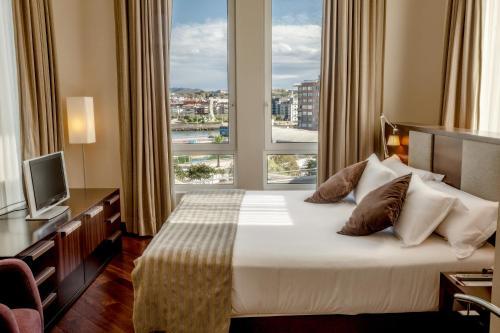 Кровать или кровати в номере URH Palacio de Oriol
