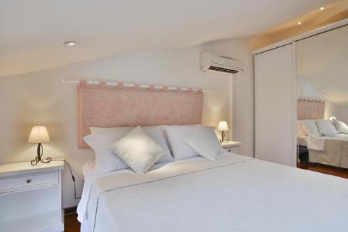 A bed or beds in a room at Holiday Alghero