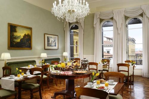 Ein Restaurant oder anderes Speiselokal in der Unterkunft Hotel Pendini