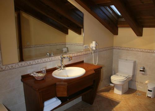 Ванная комната в Hotel Puerta Sepúlveda by Bossh Hotels